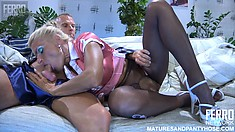 Stunning blonde broad gets her tight cunt pummeled real deep